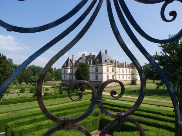 chateau from the gardens